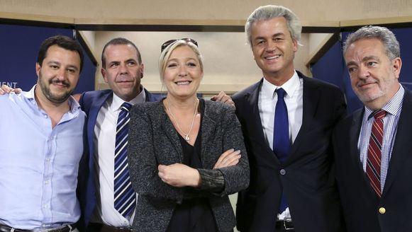 Matteo Salvini, Harald Vilimsky, Marine Le Pen, Geert Wilders en Gerolf Annemans