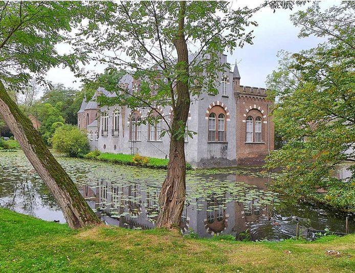 Rond kasteel Stapelen in Boxtel heeft de buitenexpositie Kunst op Stapel plaats, maar pas weer in 2021.
