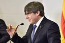 Carles Puigdemont sprak begin deze maand journalisten toe in het Franse Perpignan, nabij de Spaanse grens. Als hij een voet op Spaanse bodem zet, vliegt de afgezette Catalaanse minister-president in de cel.