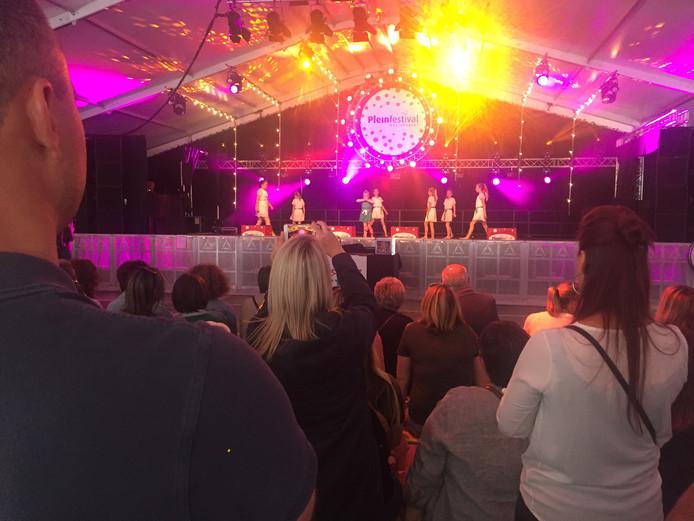 In de grote tent van het Pleinfestival in Kaatsheuvel is het vier dagen feest voor iedereen