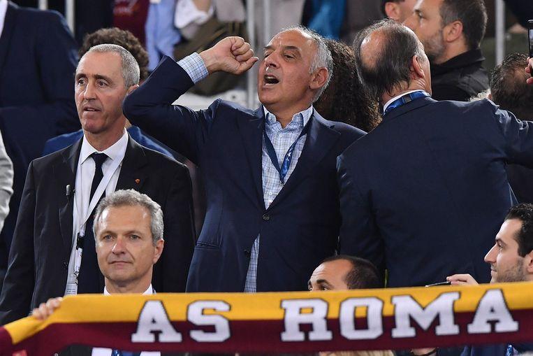 AS Roma-voorzitter James Pallotta maakt zich druk in de tribune.