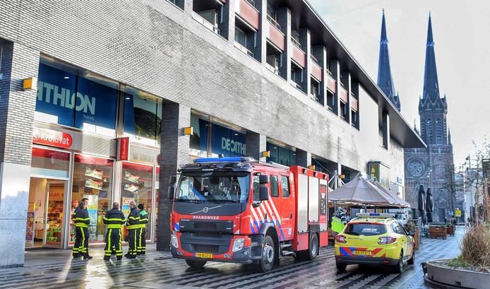 Vrijdag is de brandweer opnieuw bij het Kruidvat op het Pieter Vreedeplein in Tilburg.