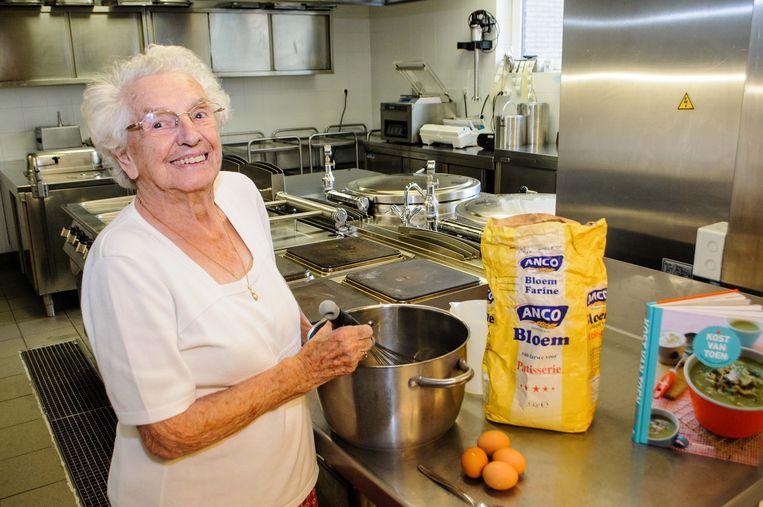 Lucienne Levens toont hoe je de perfecte taartbiscuit maakt.