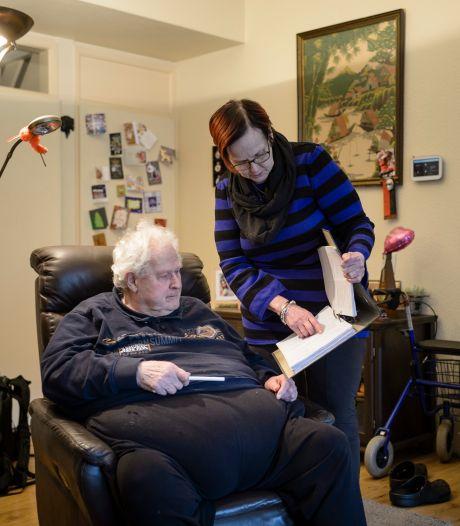 Ria zorgt al jaren voor haar broer Hans: Applaus voor de zorg, maar de mantelzorg dan?