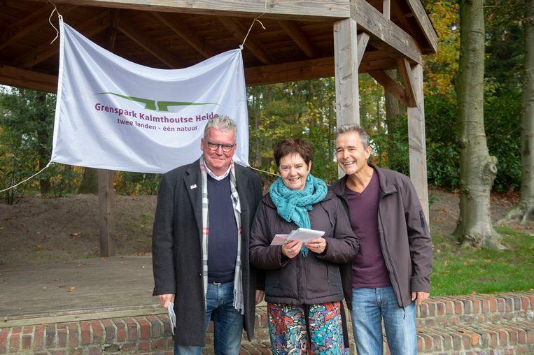 Riet De Bakker won de eerste editie van de poëziewedstrijd in het teken van stilte.
