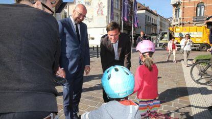 De Clercq leidt premier rond in stad