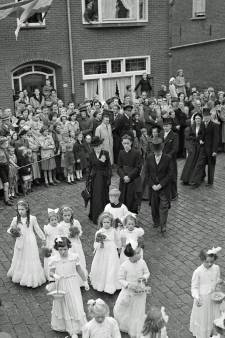 RHC Eindhoven zoekt verhalen achter de foto's: Priester Corstiaans aan de Hoogstraat?