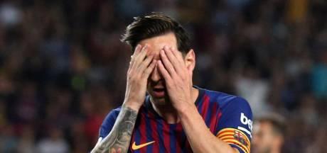 Barça loopt met tien man averij op in verhitte derby