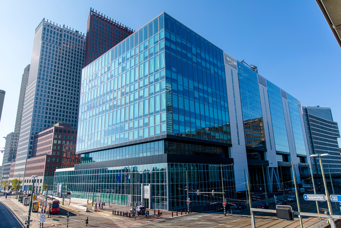 Exterieur van het gebouw aan de Rijnstraat waar de ministeries van Buitenlandse Zaken en Infrastructuur en Waterstaat huizen.