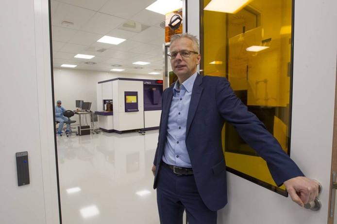 Directeur Gerrit van der Beek toont de cleanroom van zijn bedrijf Liteq op industrieterrein Esp. foto Jurriaan Balke/fotomeulenhof
