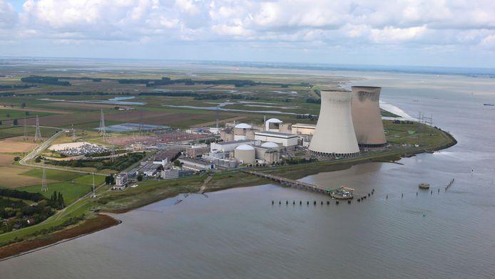 Vue aérienne du site de la centrale nucléaire de Doel.