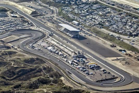 Een luchtfoto van het circuit van Zandvoort.
