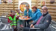 Grootouders aan het feest in Bospark