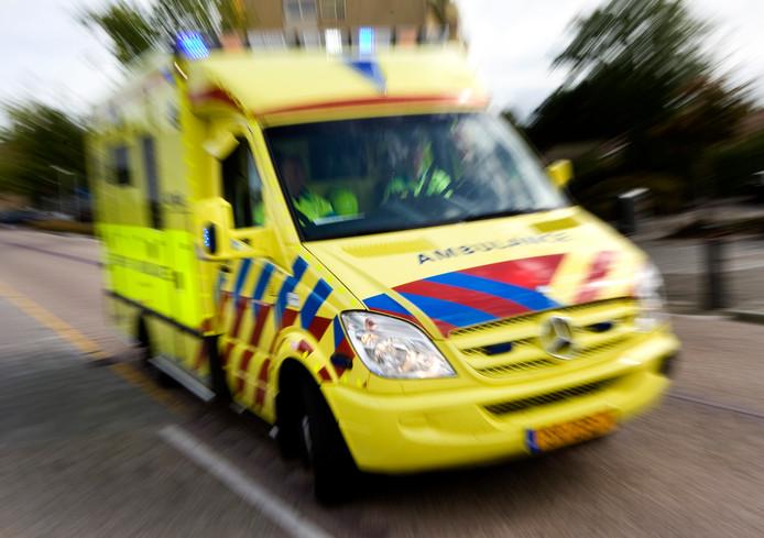 Vanuit de basisverzekering wordt de belangrijkste zorg vergoed. Zoals een rit met de ambulance naar het ziekenhuis.
