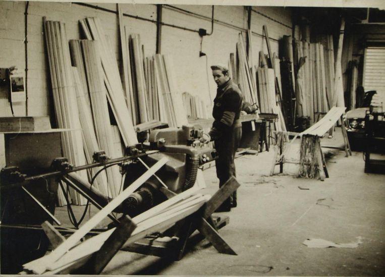 René gebruikte dezelfde machine al als twintiger om zijn houten rolluiken te maken.