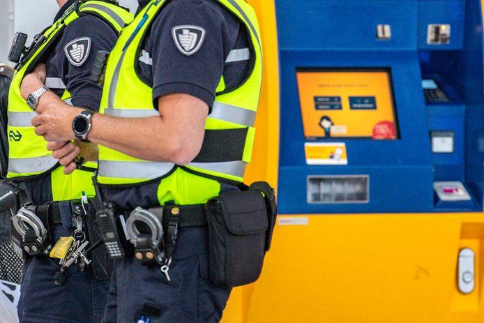 Boa's van de NS op station Utrecht Centraal. Foto ter illustratie.