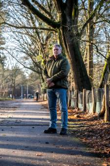 Arie uit Son daagt gemeente wegens botsing met paaltje op donker fietspad