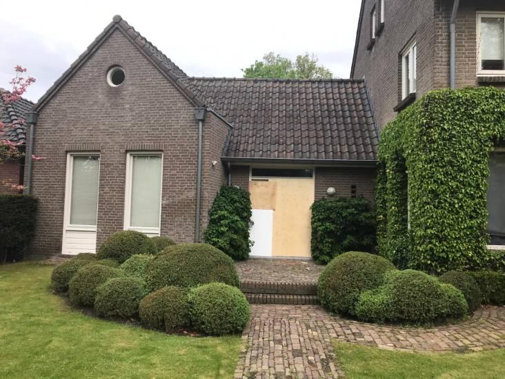 Hongaarse man (31) dood na 'healingsessie' in Eersel, politie ramt deur in en pakt 4 mensen op