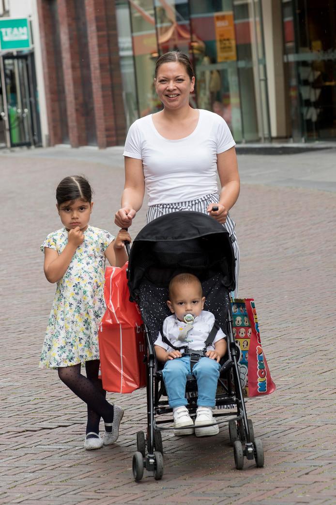 Larissa van Loenen met Selay (6) en Ceyhun (1).