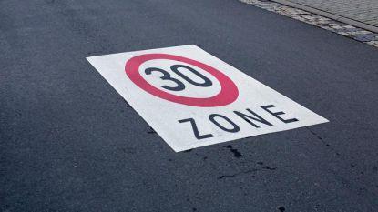 Snelheidsduivel (30) scheurt met 112 km/u door zone 30 met zes kinderen op achterbank
