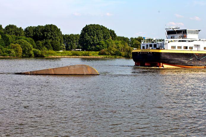De kleine Coxswain had geen schijn van kans tegen de 6610 ton metende tanker Somtrans XIII .
