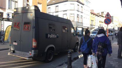 Geen vechtpartijen op zaterdag in Brugse Poort... dankzij massale aanwezigheid politie: waarom is sfeer 'plots' zo gespannen in deze volkswijk?