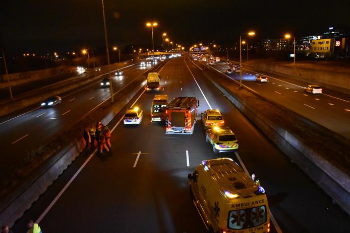De A4 richting Amsterdam is dicht na een ongeluk vanochtend.