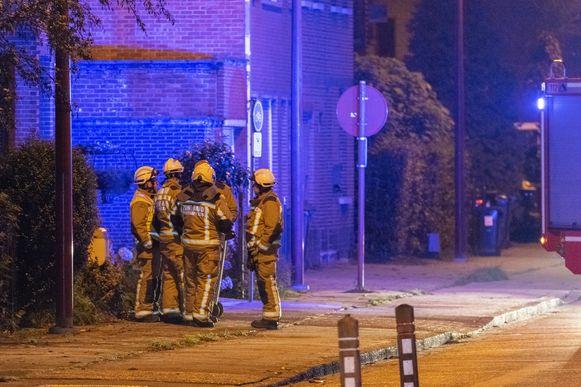 De politie en brandweer kwamen ter plaatse na de plofkraak in het bankkantoor van BNP Paribas Fortis in Stabroek.