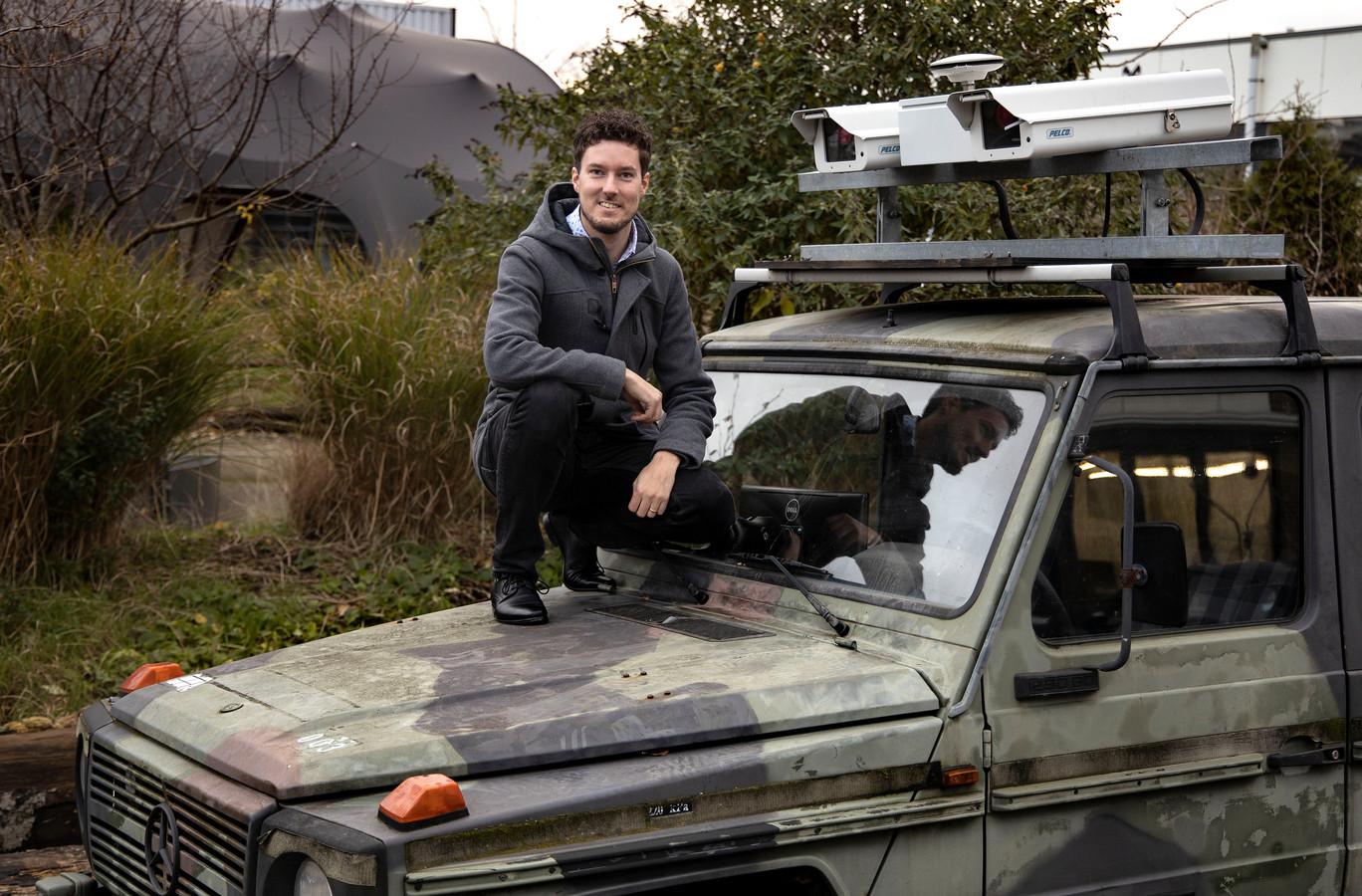 Dennis van de Wouw promoveert vandaag op de TU/e met het slimme camerasysteem dat bermbommen kan detecteren.