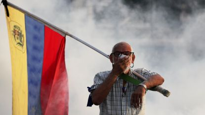 "Maduro spreekt Venezolanen toe na ""mislukte couppoging"", Guaidó onderneemt nieuwe poging"
