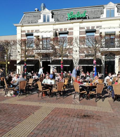 Leilindes op Almeloos Marktplein plat bij reconstructie