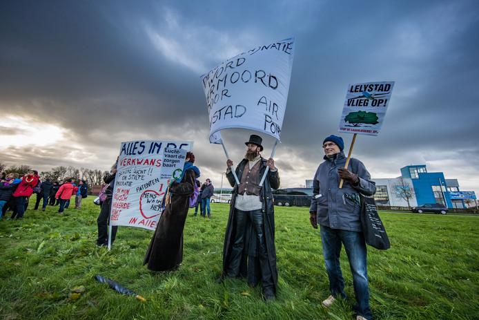 Archieffoto van een eerder protest tegen Lelystad Airport