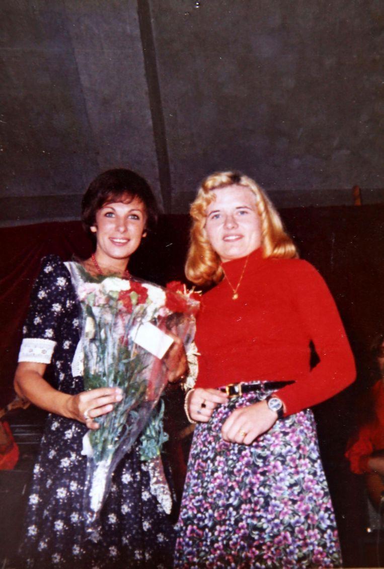 Paula met zangeres Marva. Ze stonden samen op het podium en werden met elkaar vergeleken.