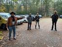 Pierre Bos geeft uitleg voor de excursie over Peel Natuurdorpen. Rechts op de foto Jan Ottens, bedenker van het plan.