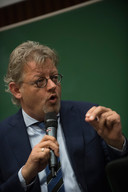Gedeputeerde Peter Drenth tijdens het door dagblad De Gelderlander georganiseerde boerendebat.