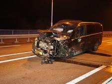 Meerdere gewonden bij ongeluk op brug bij Wijk en Aalburg, trauma-arts aanwezig