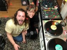 Quarantaine-disco, digitale vrijmibo's en bingo-verbinding vanuit de kroeg: Tilburgers op stap door thuis te blijven