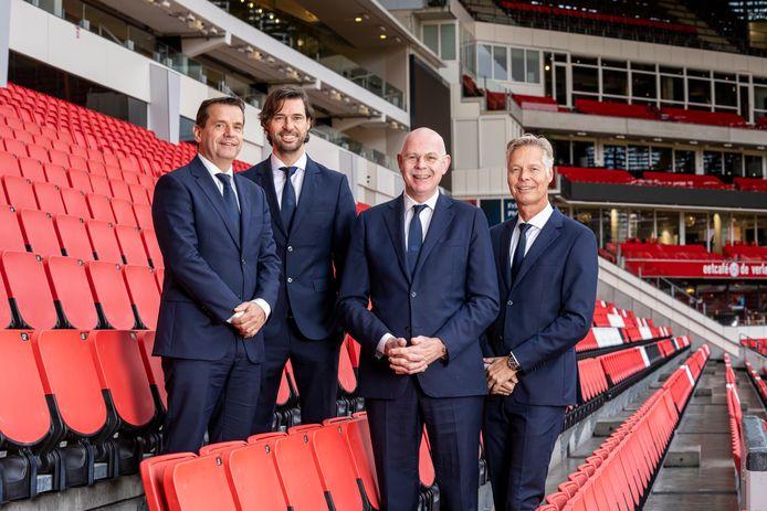 Frans Janssen, John de Jong, Toon Gerbrands en Peter Fossen. Respectievelijk de commercieel directeur, technisch manager, algemeen directeur en operationeel directeur van PSV.
