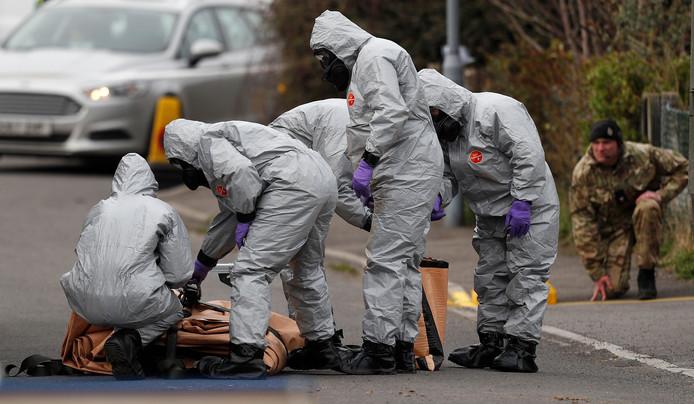 Britse onderzoekers aan het werk in de zaak van de gifgasaanval op de Russische dubbelspion.
