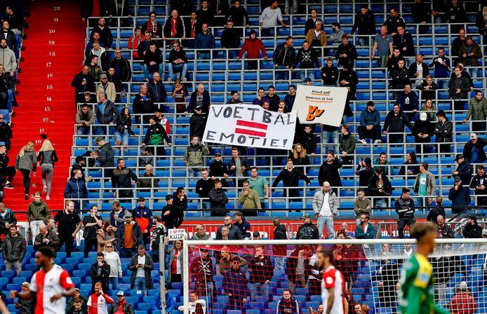 Feyenoord - ADO Den Haag (4-2) werd gisteren bijgewoond door zo'n 13.000 toeschouwers in de Kuip.