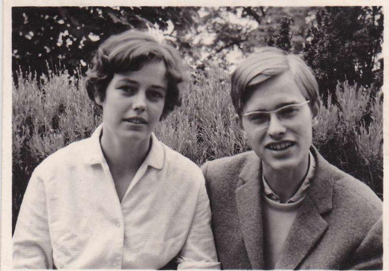 Mirjams ouders als verliefde tieners. Beeld familiealbum