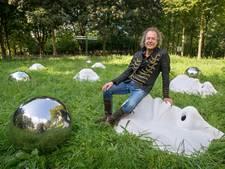 Biënnale Oosterhout betaalt geweerde kunstenaar tóch