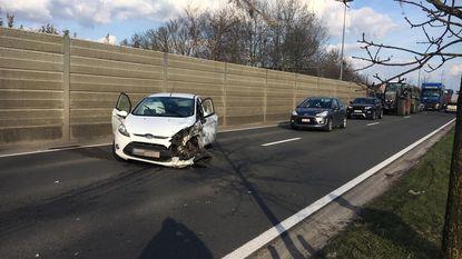 Auto botst met truck op Expressweg