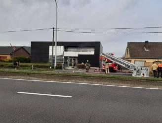 Drie woningen tijdje ontruimd door bedrijfsbrand in Melsbroek