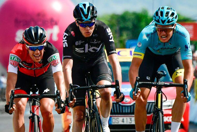 Richie Porte, Chris Froome en Jakob Fuglsang strijden op 9 juni om de etappezege. Fuglsang won de etappe en zou later ook de eindzege pakken. Beeld afp