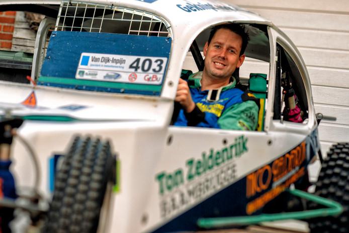 Autocrosser Ivo Galekop in zijn zelfgebouwde kever.