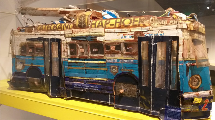 Trolleybus van Willem van Genk, met Haphoek-reclame
