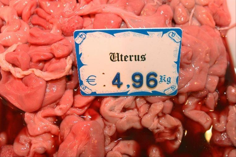 Een kilo baarmoedervlees? Slechts 4,96 euro per kilo. (Jeroen Thijssen) Beeld