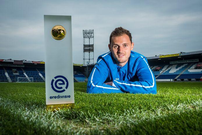 Clint Leemans met zijn trofee: 'beste speler van de eredivisie in september'.