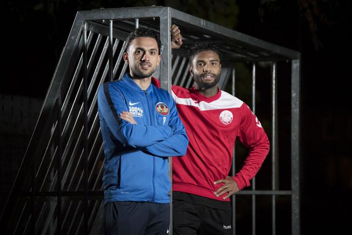 Vrienden Mehmet Alp (l) en Romario Syaranamual (r) zullen elkaar zaterdagavond tijdens de Vughtse derby veelvuldig tegenkomen op het veld.